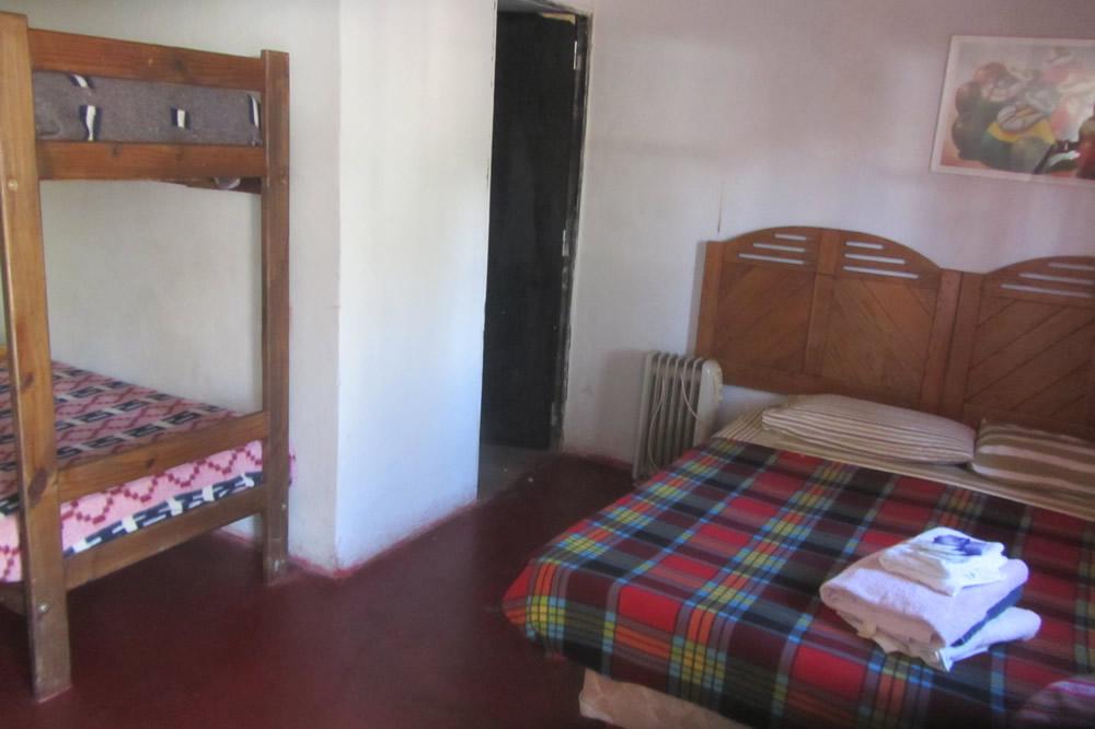 http://hostelwaira.com.ar/wp-content/uploads/2016/04/habitacion-de-7-baño-privado-5.jpg