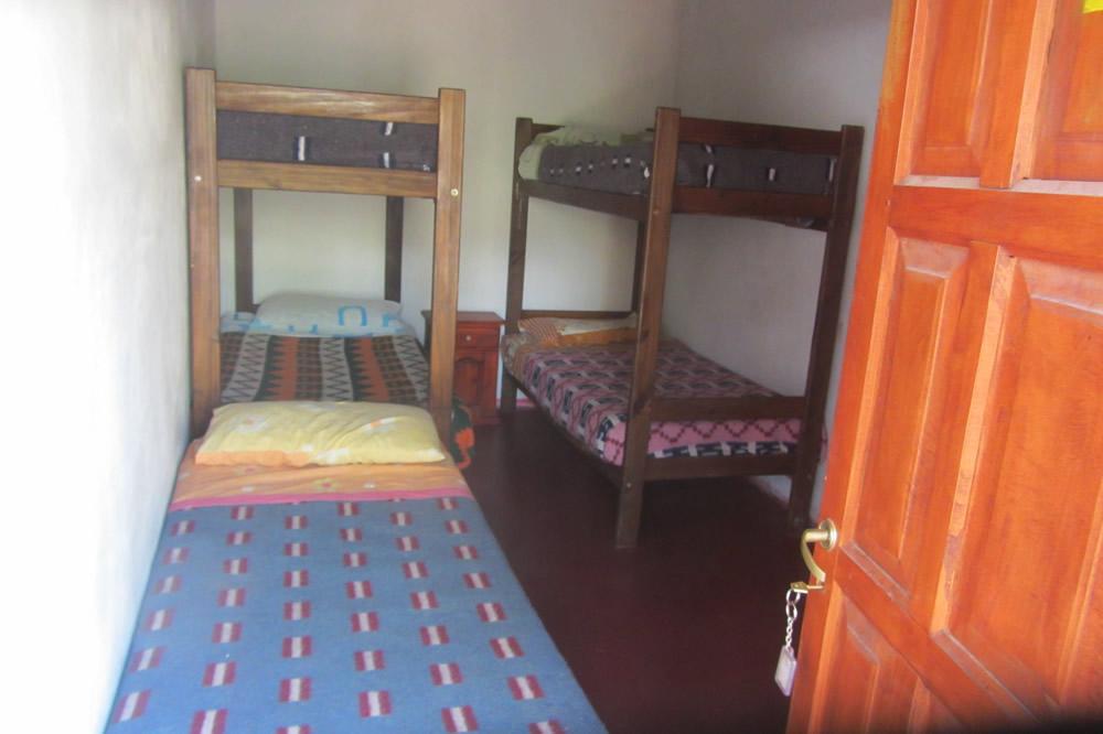 http://hostelwaira.com.ar/wp-content/uploads/2016/04/habitacion-de-7-baño-privado_3-1.jpg